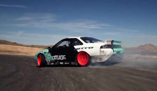 Matt Powers fait un 360° en plein drift