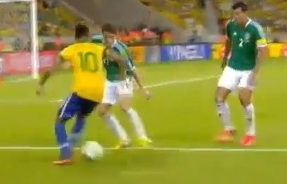 Le dribble de fou de Neymar contre le Mexique