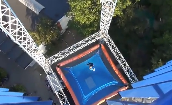 Sky Tower, la chute libre dans un parc d'attractions