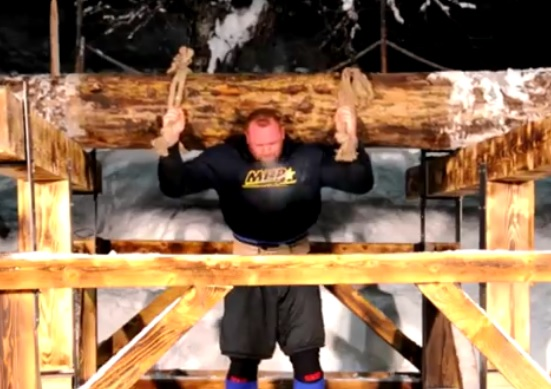 La Montagne (Game of Thrones) porte un tronc d'arbre de 640 kg