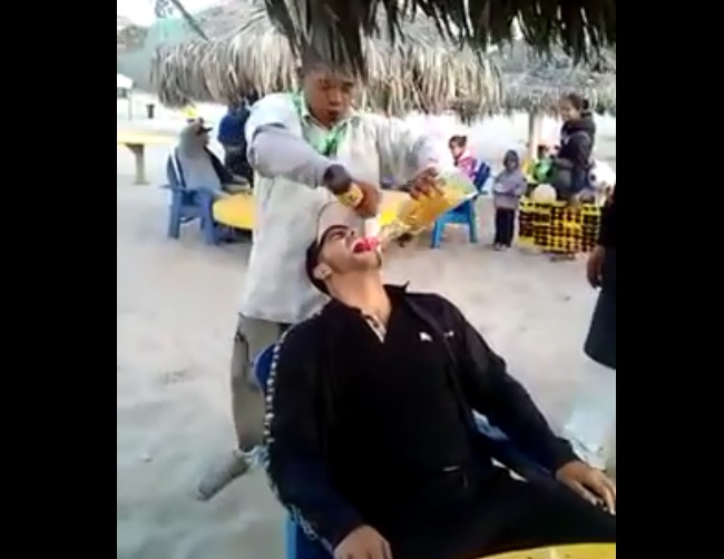 Un barman Mexicain nous montre comment devenir ivre en 1 minute