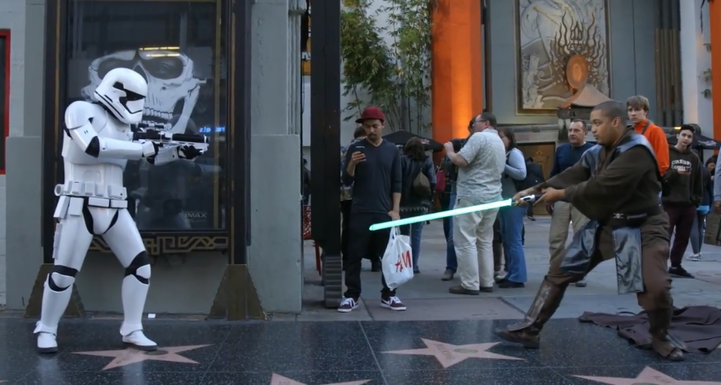 Mark Hamill (Luke Skywalker) se déguise en stormtrooper sur Hollywood Boulevard